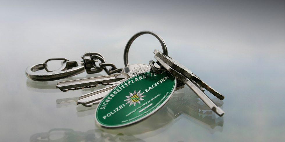 Schlüssel mit Sicherheitsplakette